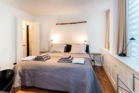 Luxury Room with Bathroom & Terrace - Amsterdam - Bed & Breakfast