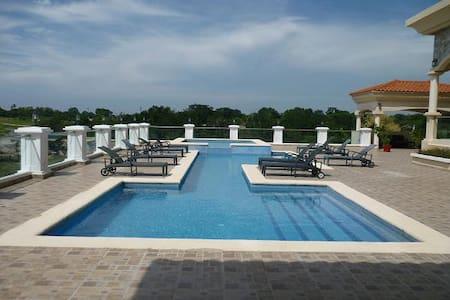 Las Olas Resort - Lejlighedskompleks