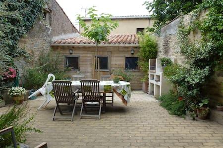 Maison indépendante dans village - Laure-Minervois - Hus