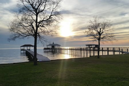 Bayfront cottage with unreal views. - Fairhope - Hus
