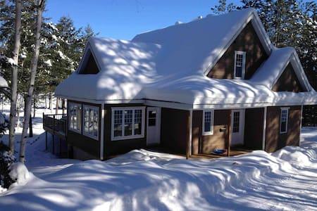Maison accueillante sur bord de lac - Haus