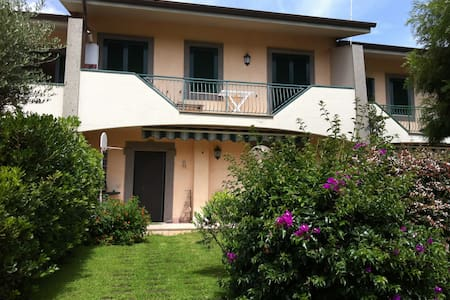 LOVELY VILLA NEAR SABAUDIA - Hus