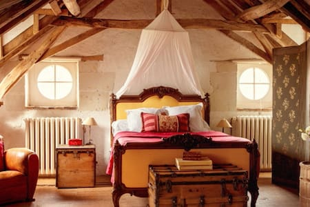 Aesthetic and Cosy French Suites. - Bed & Breakfast