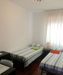 Room for 2 , bathroom in hallway - Pamplona