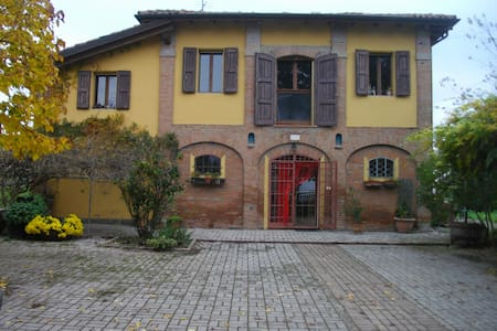 "B&B ""LE DUE QUERCE"" - Budrio - Bed & Breakfast"
