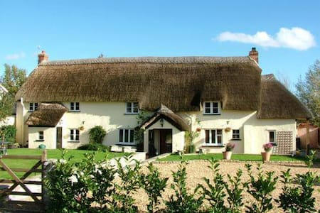 Beautiful Thatched Somerset Long House, Family B&B - Creech Heathfield - Bed & Breakfast