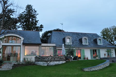 Property facing the Loire, castles - House