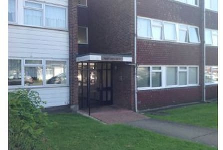 Close to Grange Hill Tube Station - Chigwell
