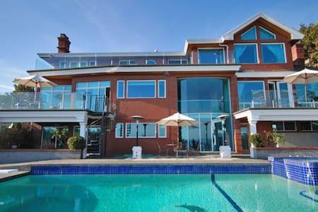 西温哥华稀缺观全景7500尺豪宅 - West Vancouver - House