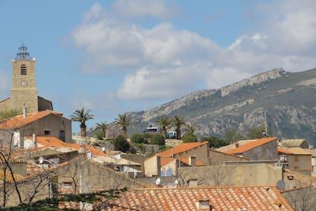 Schönes Dorfhaus in ruhiger Lage - Paziols - Ev