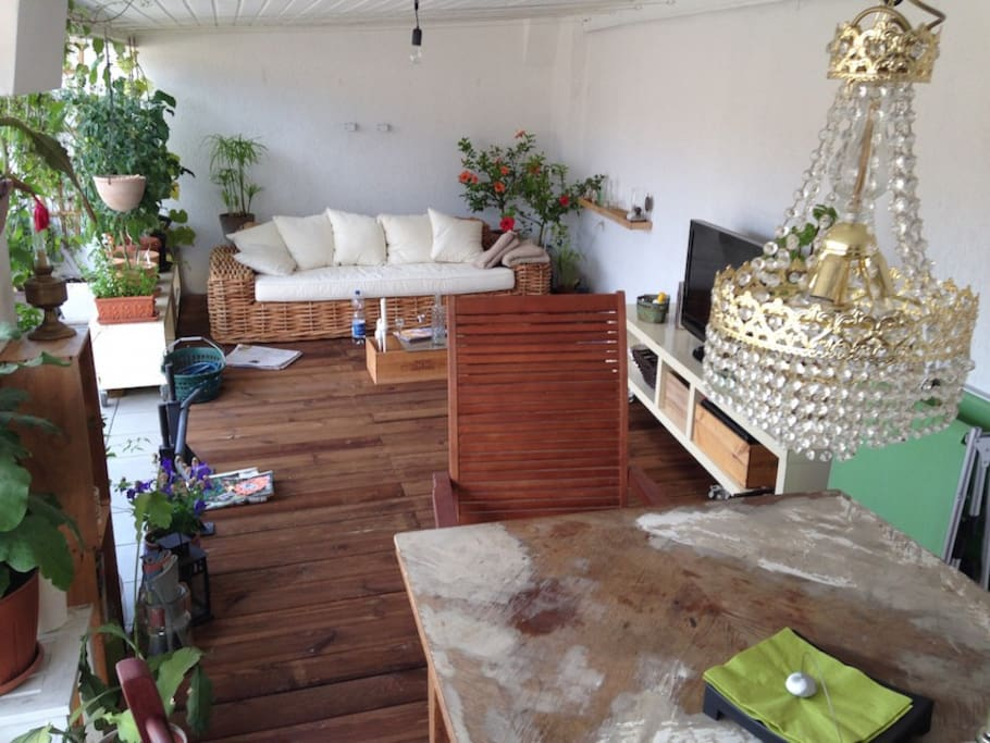 Roof-Deck with TV, BBQ, Dining Table, BBQ, Sofa et cetera.