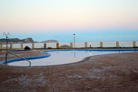Frontline Apart. + Pool full equipt - Lägenhet