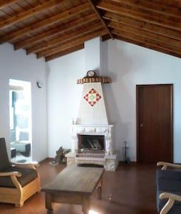 Upper Apartment in Azorean house - Leilighet