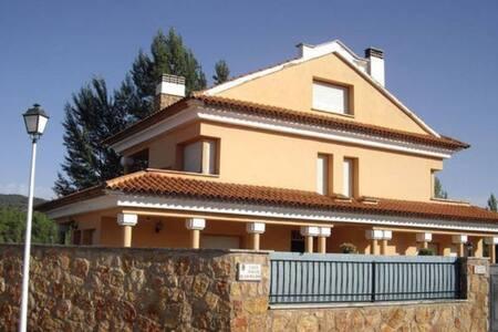 Chalet en Villalba de la Sierra