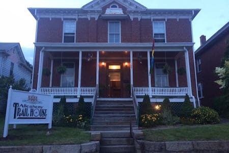 Allegheny Trail House B&B - Frostburg - Bed & Breakfast
