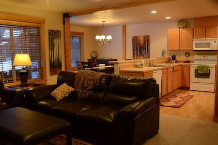 All Seasons Mountain Retreat- near town and trails - Winthrop - Townhouse