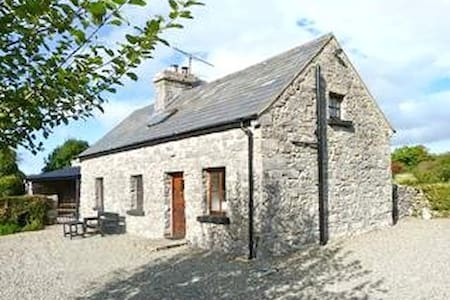 Idyllic old stone country cottage - House