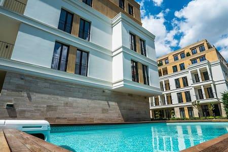 Роскошные апартаменты и парковка - Varna - Huoneisto