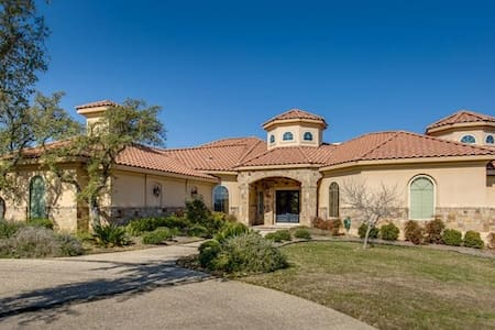 Luxury Home between San Antonio and Boerne - House