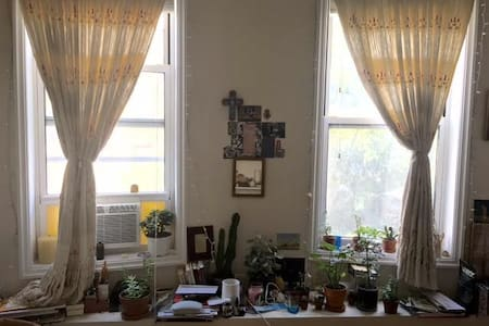 Sweet room available in the East Village - Apartment