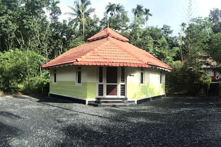 Revathy Vacation Home - Hus