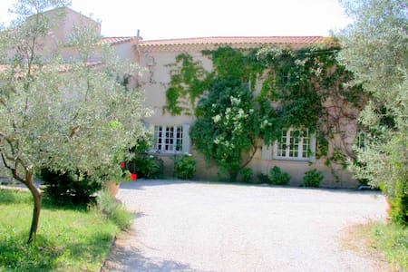 La Rabassière: 5 chambres d'hôtes en Provence - Oda + Kahvaltı