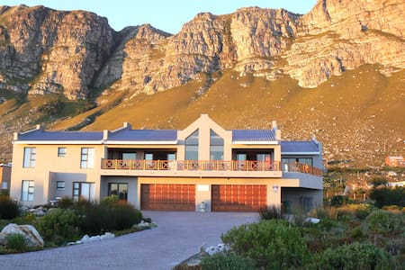 Van Den Berg's Guesthouse and B&B - Betty's Bay