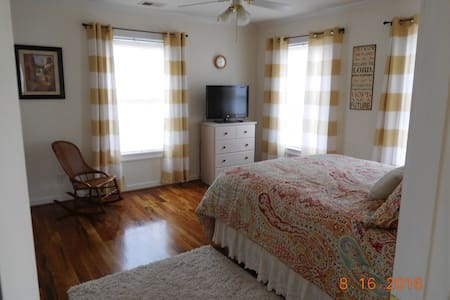 Momma's favorite 2 bedroom suite - Easley - House