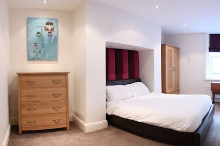 South Cliff Apartment with Swimming Pool and Gym - Scarborough