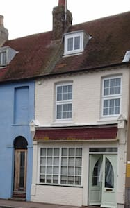 NEW LISTING The Old Book Shop Cottage - Casa