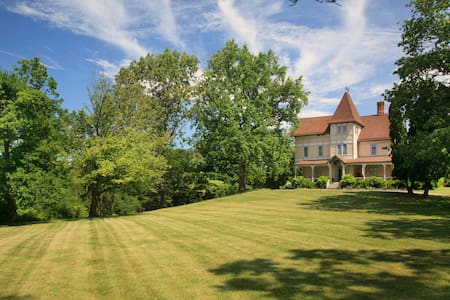 Mount Merino Manor B&B with Mountain Views - Hudson - Bed & Breakfast