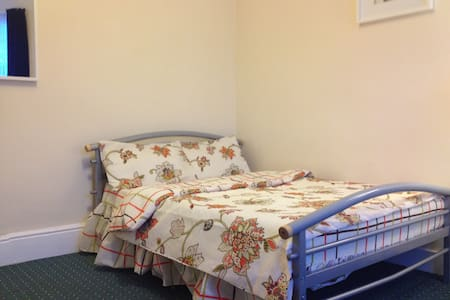6. COMFORTABLE ROOM CLOSE TO CENTER