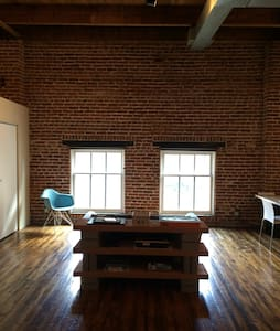 Minimalist Historic Loft - Denver