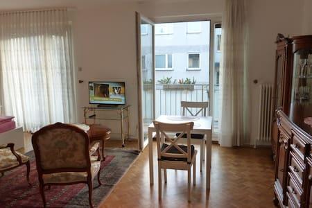 Antique studio with balcony parking - Apartment