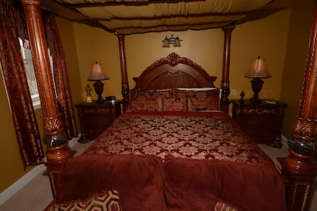 French Garden Suite - Allegan - Bed & Breakfast