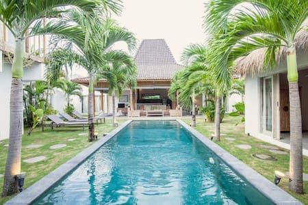 Oberoi stylish 4 BR Villa & Pool