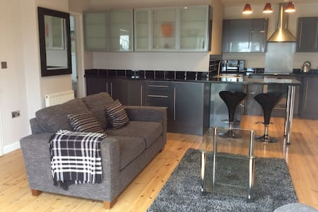 Beautiful self contained apartment with parking - Bath