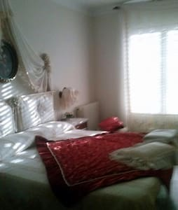Room in romantic Italian Style lusso - Figueres