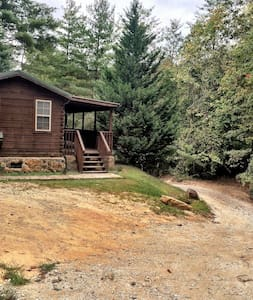 Beautiful Cozy Cabin Adjacent to Jocassee Gorges - Cabin