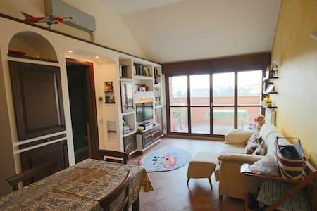 Deliziosa Mansarda, ideale per Expo - Apartamento