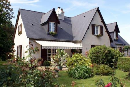 VILLA GARNIER chambres d'hôtes - Saint-Michel-sur-Loire - Villa