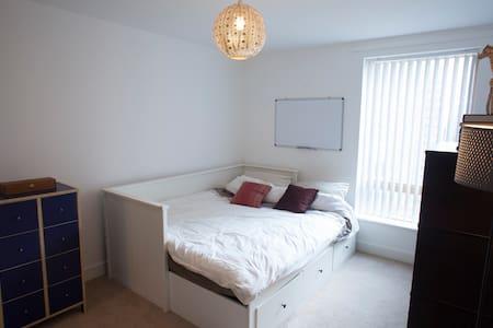 Bright zen 2 bed flat - Brighton - Lejlighed