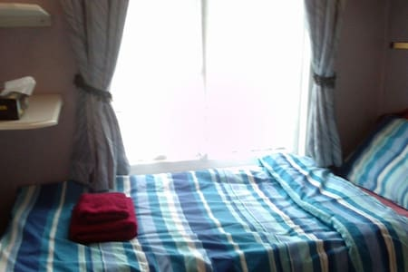 This is a single private room in a 3 bed house.It has one single bed and a 2door wardrobe. If you need, we can have a single mattress on floor for an extra person(additional £10/night).  It is in same house as my other listing(Private Double Room)