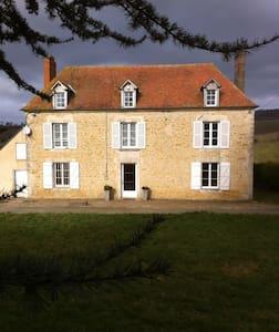 Chambres à 4km du Haras du Pin. - House