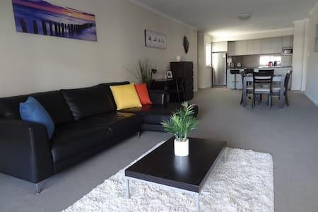 Sunny 3bed apartment in Northbridge - Lägenhet