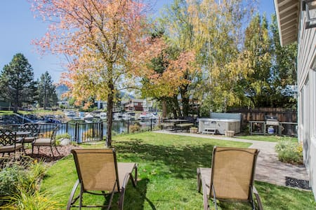 Waterfront Fun - Private Boat Dock, Space to Spare - House