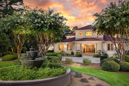 The Villa sleeps 34, 10 bdrm, 10 ba - Greensboro