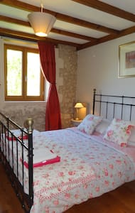 Spacious & Comfortable 3 bedroomed holiday cottage - House