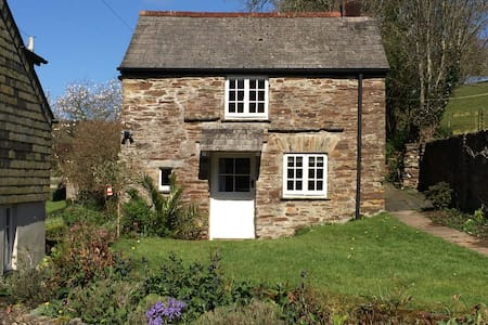 Stone cottage in rural Cornwall - 一軒家