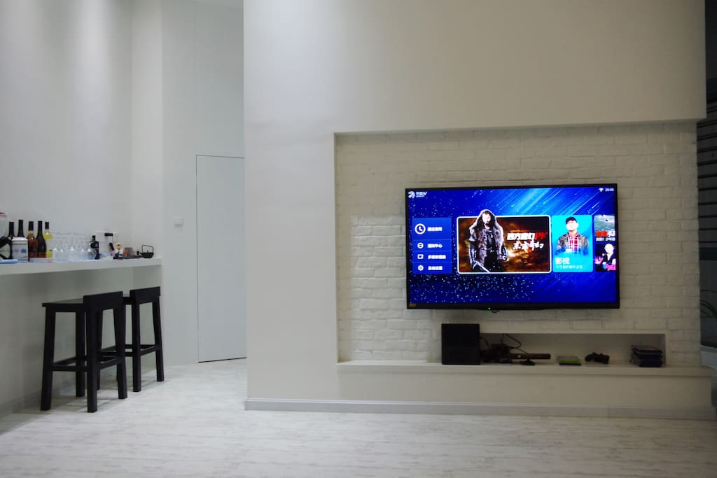 Living room with internet TV, Xbox360 and Kinet
